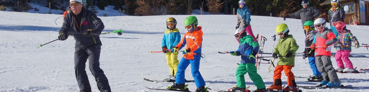 """""""Kids Aktiv"""" Skifahren der 6-9jährigen Gruppe Knoppen"""